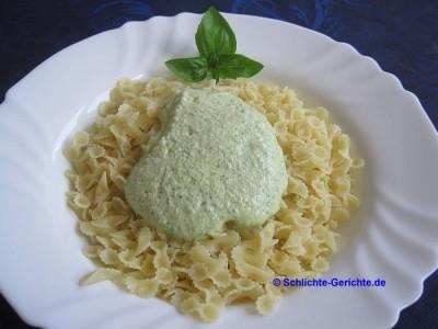 Nudeln mit Zucchini-Feta-Pesto
