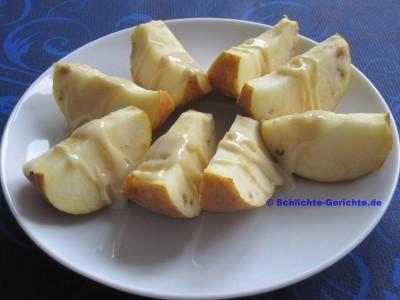 Apfelschnitze mit Mandelmus